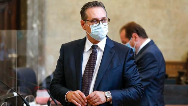 """Ihm sei es um eine """"Gleichbehandlung"""" aller Privatspitäler gegangen, verteidigte sich Strache vor Gericht. (Bild: AP/Lisa Leutner)"""