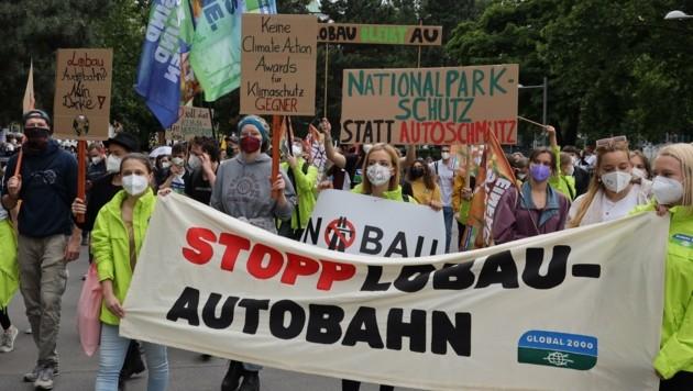 Gegner (Bild); es gibt aber auch Befürworter des Tunnels. Die Lager stehen sich unversöhnlich gegenüber. (Bild: Karl Schöndorfer)