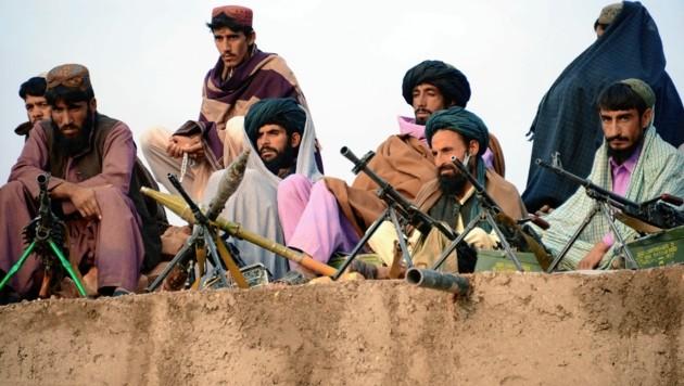 Die radikalislamischen Taliban sind seit dem Abzug der NATO-Truppen wieder am Vormarsch. (Bild: AFP)