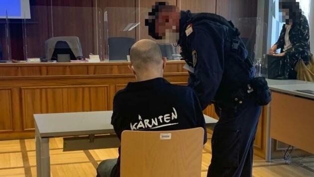 Der Angeklagte erschien am Mittwoch in einem Pullover mit Kärnten-Schriftzug. (Bild: Kerstin Wassermann)