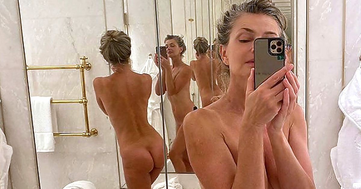 Textilfrei in Rom - Paulina PO-rizkova postet Nackt-Selfie