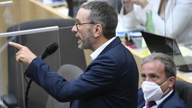 FPÖ-Klubchef Herbert Kickl teilte am Mittwoch in der Nationalratssitzung heftig gegen die ÖVP aus. (Bild: APA/Robert Jäger)