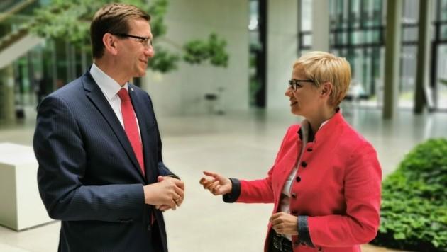 """""""Bayern ist unser wichtigster Exportmarkt"""", betonen Markus Achleitner (l.) und Doris Hummer, hier beim Gespräch im Münchner Technologiezentrum. (Bild: Barbara Kneidinger)"""