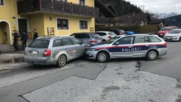 Der Zusammenprall mit einem Polizeiauto beendete die Verfolgungsjagd (Bild: Polizei Salzburg)