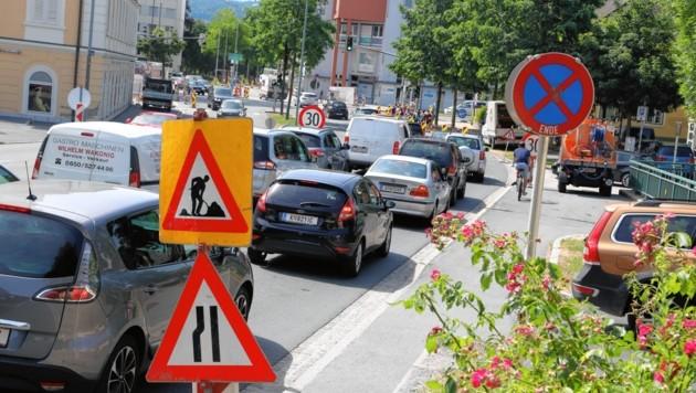 Durch die Totalsperre brauchen Autofahrer Geduld. (Bild: Rojsek-Wiedergut Uta)