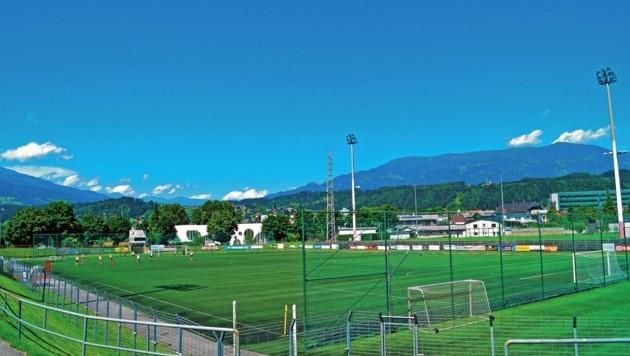 Das Hauptspielfeld sowie die Tribünen und Umkleiden des SVS sollen runderneuert werden. (Bild: Gemeinde Spittal d. D.)
