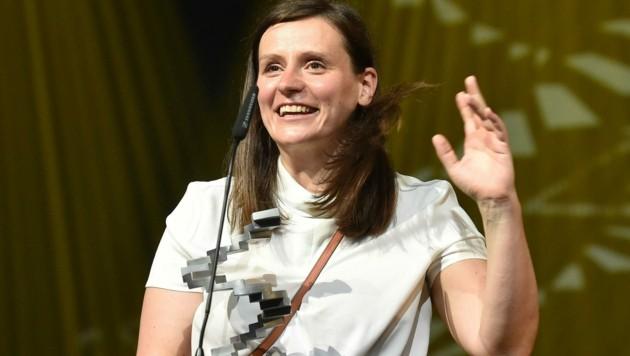 Sandra Wollner freute sich beim Österreichischen Filmpreis 2021 über ihre Auszeichnung für die beste Regie. (Bild: APA/HANS PUNZ)