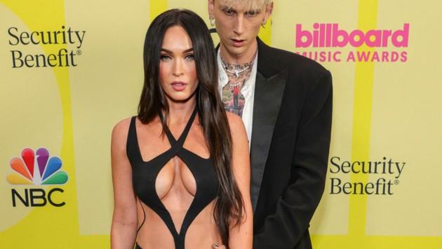 Megan Fox im gewagten Kleid bei den Billboard Music Awards im Mai mit Lover Machine Gun Kelly (Bild: 2021 dcp/Getty Images)