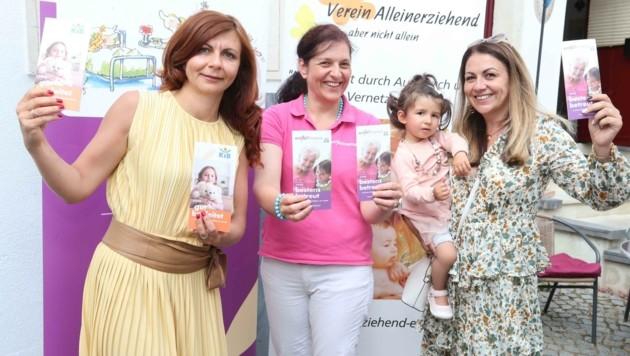 Neues Projekt für Alleinerziehende: Anika Karall, Heidi Eisingerich-Dillenz von KiB children care und Bianca Rusu (v. li.). (Bild: Judt Reinhard)