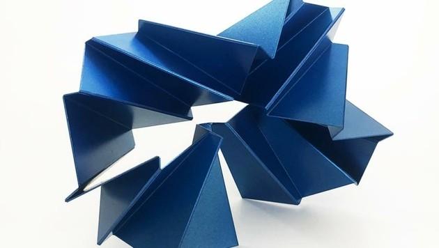 "Hans Schüle ""(small) Folding"", Stahl/Lack, Unikat ca. 25 x 22 x 14 cm aus 2021. (Bild: Galerie Mathias Mayr)"
