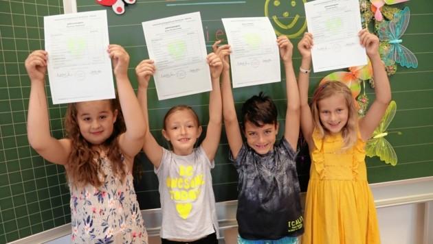 Über ihre guten Zeugnisse dürfen sich in Kärnten insgesamt 33.566 Schülerinnen und Schüler freuen. Jetzt heißt es: Sommerferien genießen, bevor der Unterricht im Herbst wieder startet. (Bild: Rojsek-Wiedergut Uta)
