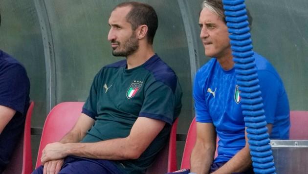 Giorgio Chiellini (li.) und Roberto Mancini (Bild: AP)