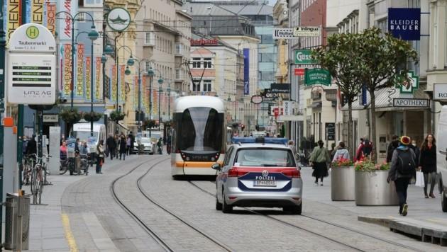 Einer der Verdächtigen wurde am Taubenmarkt in Linz gefasst (Bild: Scharinger Daniel)