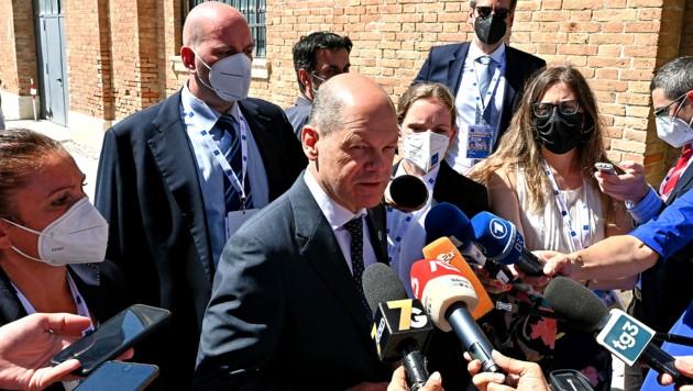 Deutschlands Finanzminister Olaf Scholz hält am Rande des G20-Treffens in Venedig die Journalisten stets auf dem Laufenden. (Bild: APA/AFP/Andreas SOLARO)