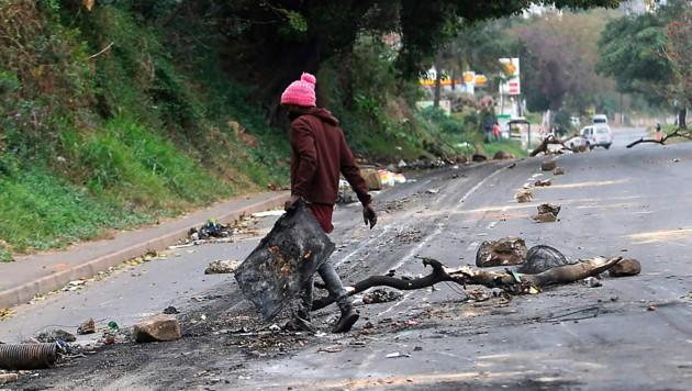 Das Ziel der Proteste ist die Freilassung von Ex-Präsident Jacob Zuma. (Bild: AP)