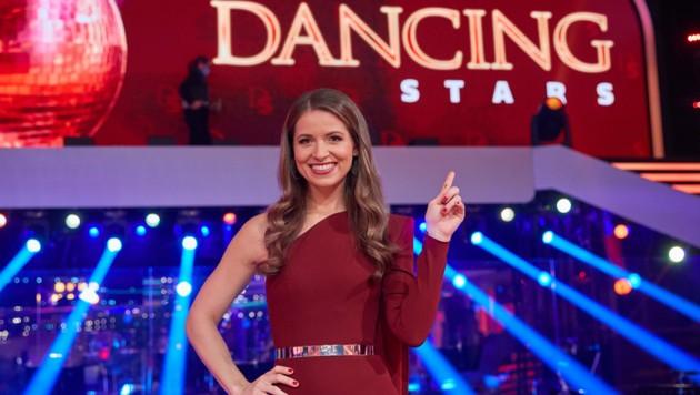 """Kristina Inhof (32), seit der Matura mit Freund Georg liiert, ist nun Fix-Starterin bei """"Dancing Stars""""- die Show, die sie 2020 noch moderiert hat. (Bild: Starpix / picturedesk.com)"""