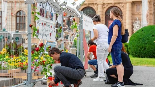 Bereits am 8. Juli fand eine Trauerkundgebung am Maria-Theresien-Platz in Wien statt (Bild: SEPA.Media KG | Isabelle Ouvrard | www.sepa.media)