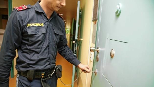 2020 öffneten sich die Gefängnistüren für besonders viele Spitalsaufenthalte der Häftlinge. (Bild: Jöchl Martin)