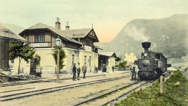Diese Aufnahme, geschätzt von 1900, zeigt den Dampfzug beim Bahnhof in Mauterndorf. (Bild: Foto/Archiv Holitzky )