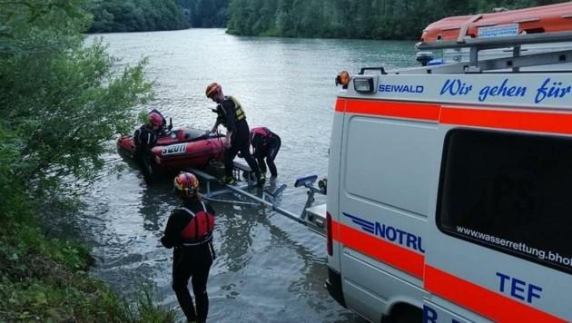 Die Wasserretter haben mit Strömung und hohen Wasserständen zu kämpfen. (Bild: Wasserrettung LV Salzburg)