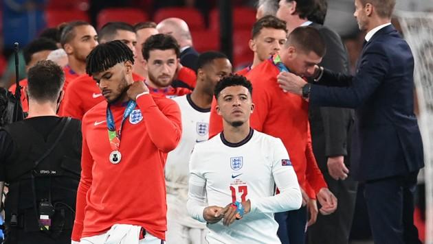 Lange hatten die Engländer die Medaillen nicht um den Hals. (Bild: AFP )