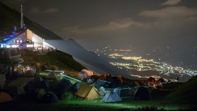Beim mittlerweile 18. Nordkette Wetterleuchten Festival soll die tolle Musik trotz des spektakulären Bergpanoramas mit Blick auf Innsbruck nicht zur Nebensache werden. (Bild: wetterleuchten)