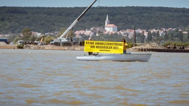Greenpeace protestiert gegen ein ungarisches Mega-Projekt, das den Neusiedler See um seinen Welterbe-Status bringen könnte. (Bild: Mitja Kobal)