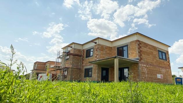 Eine enorme Herausforderung: Die Baubranche boomt, die Rohstoffe sind zum Teil knapp, die Preise steigen deshalb. (Bild: Markus Wenzel)