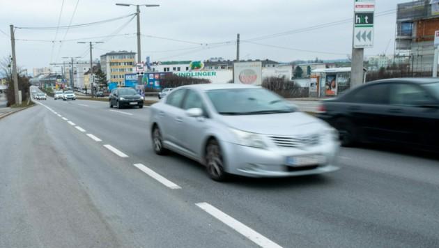 Nächtliche Straßenrennen der Tuning Szene in Linz auf der Salzburgerstraße Foto: Horst Einoeder (Bild: Horst Einöder/Flashpictures)