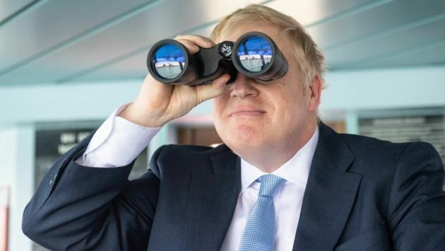 In Großbritannien blickt man mit Sorge über die Ländergrenzen hinweg - neben den Bürgern gilt die Warnung auch für Premier Boris Johnson (im Bild). (Bild: AFP/Dominic Lipinski)