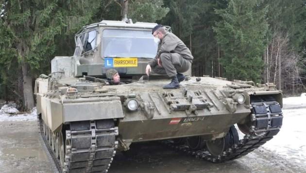 Panzerfahren will gelernt sein, auch in Ried wird (noch) geübt (Bild: Bundesheer)