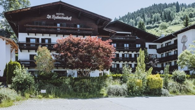 Der ehemalige Hubertushof im Zeller Ortsteil Thumersbach soll nun weichen. Bis zu 70 Wohnungen könnten entstehen. (Bild: EXPA/ JFK)
