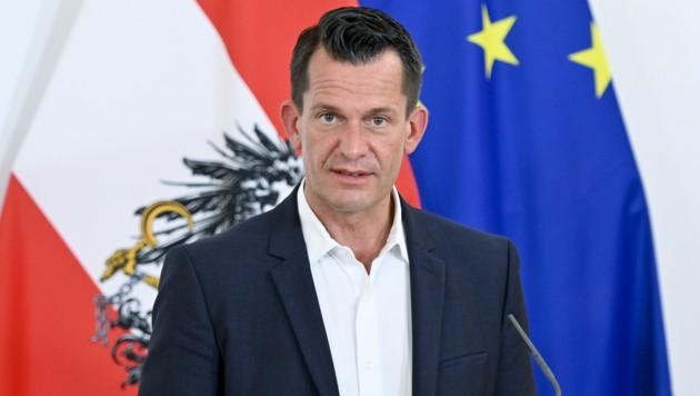 Der Gesundheitsminister Wolfgang Mückstein (Grüne) beobachtet die Entwicklung der Infektionszahlen im Land mit Sorge. (Bild: APA/HERBERT NEUBAUER)