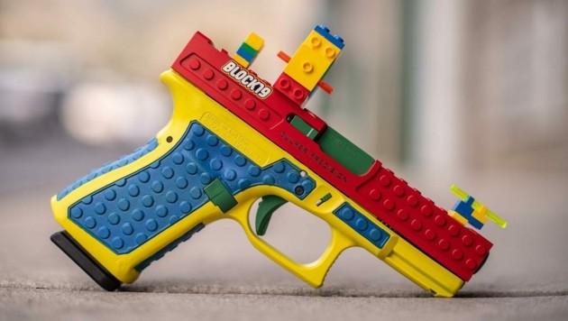 Diese Glock in Lego-Optik sorgt für heftige Kritik. (Bild: facebook.com/culpercustomshop)