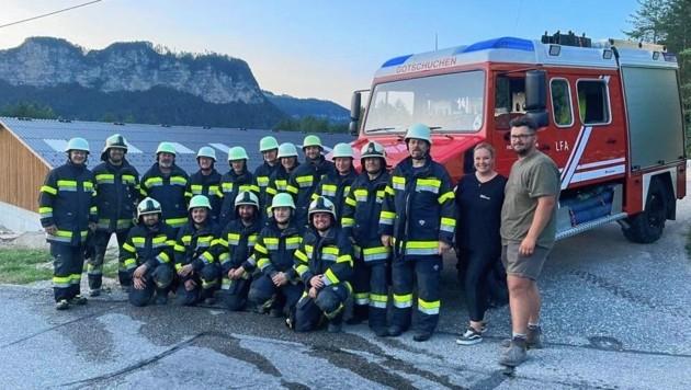 Die Freiwillige Feuerwehr Gotschuchen mit Alina Bilgeri und Thomas Pippan von der Reitschule. (Bild: Reitschule Ragnarök)