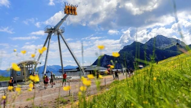 """Die Almschaukel """"SkySwing"""" auf dem Nassfeld erreicht eine Höhe von bis zu 21 Metern. (Bild: nassfeld.at)"""