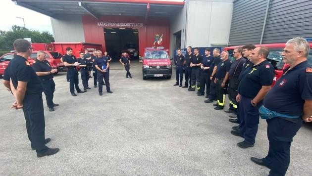 Um 17 Uhr startete der erste Katastrophen-Hilfskonvoi aus Tulln nach Belgien. (Bild: Freiwillige Feuerwehr)