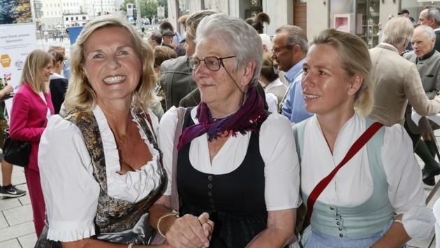 Hera Lind mit den Tostmanns (Bild: Tschepp Markus)
