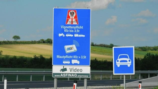 Auf Autobahnen und Schnellstraßen gilt Vignettenpflicht. (Bild: Huber Patrick)