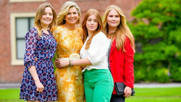 Königin Maxima posiert mit ihren Töchtern Ariane (l.), Alexia (r.) und Amalia (Bild: Dutch Press Photo Agency / Action Press / picturedesk.com)