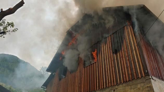 Das Haus in St. Michael steht in Flammen. (Bild: FF St. Michael/Holitzky)