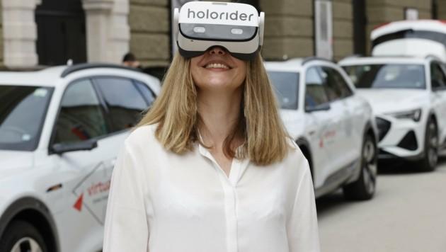 Mit neuester Technik und Virtual-Reality-Brille das alte Salzburg entdecken. (Bild: Tschepp Markus)