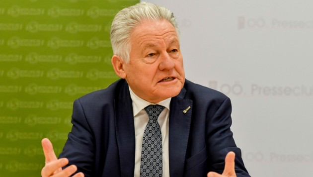 LH außer Dienst Josef Pühringer wurde mit 99,8 Prozent wieder zum Seniorenbund-Obmann gewählt (Bild: © Harald Dostal)