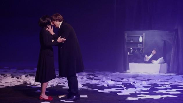 """Susanna Bihari und Matthias Rheinheimer in """"Das Schloss"""" (Bild: Robert Newald)"""