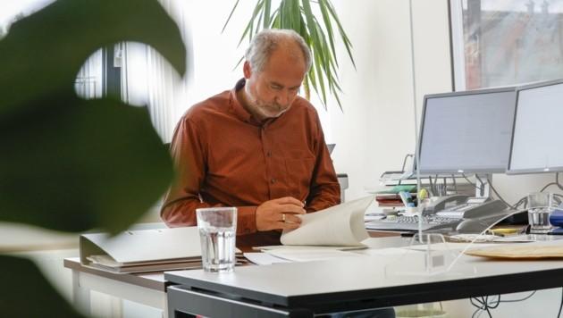 Peter Niederreiter, Chef der Schuldenberatung, beobachtet nun wieder eine verstärkte Nachfrage nach Beratungen. (Bild: Tschepp Markus)