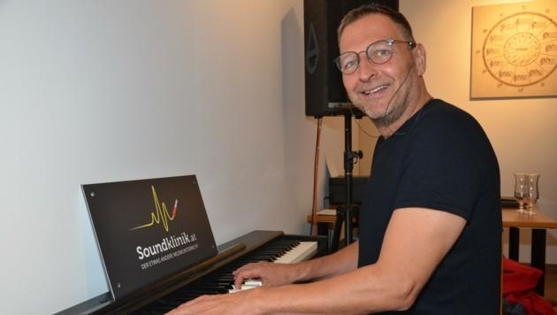 """""""Primar"""" Christoph Heiß träumt von einem Unterricht, in dem Misstöne egal sind, weil positive Emotionen dominieren. (Bild: Daum Hubert)"""