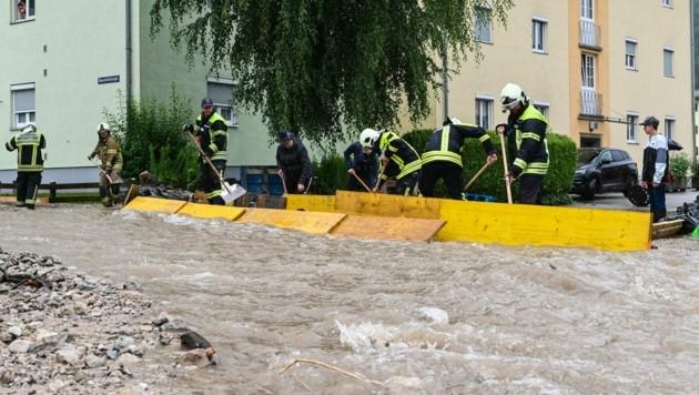 In weiten Teilen Österreichs - wie hier in Kufstein - kam es zu Überschwemmungen und Muren. (Bild: APA/ZEITUNGSFOTO.AT/DANIEL LIEBL)