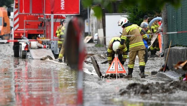 Besonders die Altstadt von Hallein wurde schwer von dem Starkregen betroffen. (Bild: APA/BARBARA GINDL)
