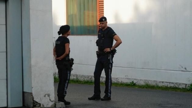 Eine Frau lag in Graz mit einer Schussverletzung in ihrer Wohnung im Grazer Bezirk Lend (Bild: Pail Sepp)