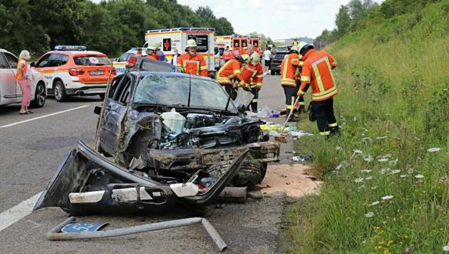 Das komplett zerstörte Unfallfahrzeug. (Bild: Feuerwehr Leutkirch)